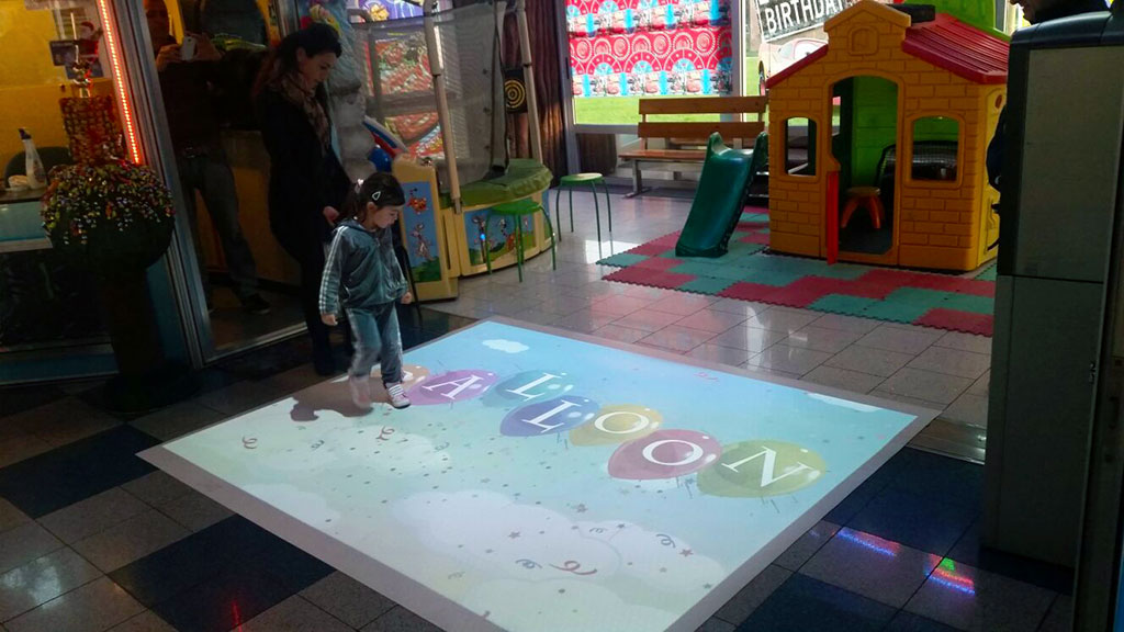 AV floor with Balloon game